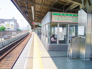 東三国駅のホーム