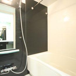 ゆったりできる広々とした浴室です(風呂)